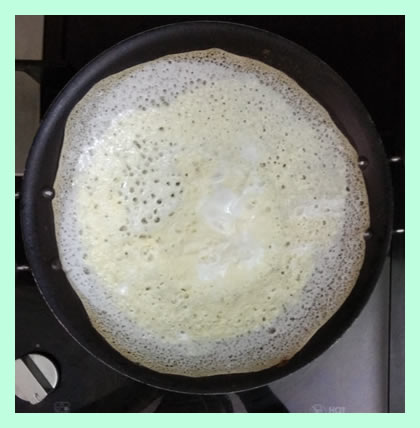 egg-appam-getting-cooked